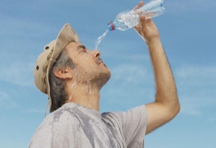ما الذي يطفئ العطش: المشروبات الباردة أو الساخنة