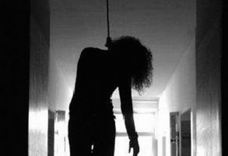 فتاة تقدم على الانتحار شنقا بحي جامع مزواق بتطوان