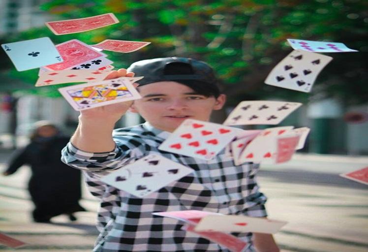 برنامج المخادع: ألعاب سحرية تذهل التطوانين بشوارع المدينة