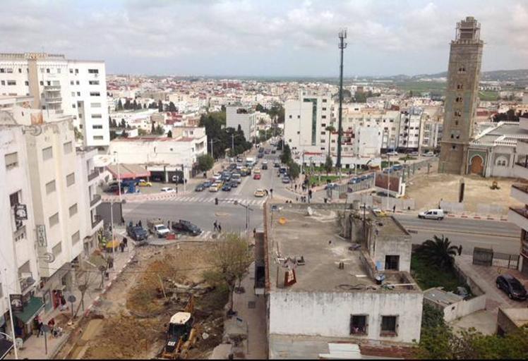 أشغال بناء أنفاق تحت أرضية تربك حركة السير و الجولان بمدينة تطوان