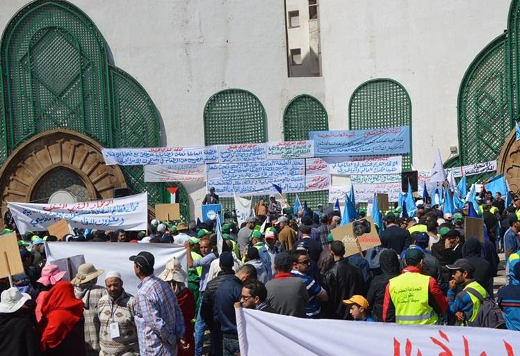 """فاتح ماي في تطوان.. شعارات رنانة و أوضاع """"العمال"""" مزرية"""