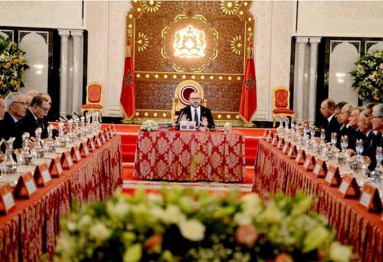 """الملك """"يوبخ"""" حكومة العثماني ويمنع الوزراء من العطلة الصيفية بسبب الريف"""