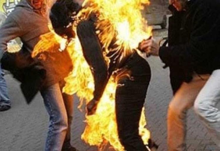 إعلامية مرموقة تحاول إضرام النار بجسدها في طنجة