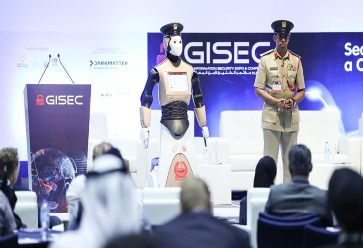 """شرطة دبي تعلن رسميا عن انضمام أول """"شرطي آلي"""" إلى صفوف كوادرها"""