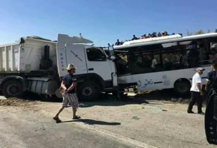 """قتيلين على الأقل و 23 جريح في حادثة سير بطريق """"خميس انجرة"""" في تطوان"""