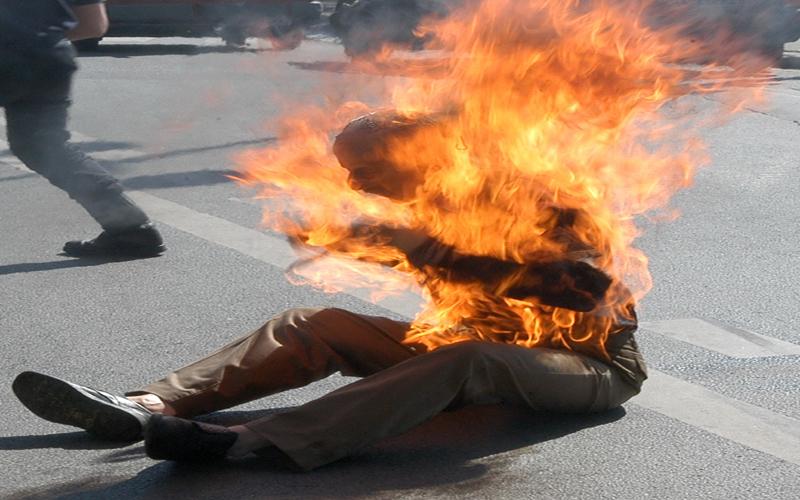 """نهار رمضان.. بائع """"دلاح"""" يضرم النار في جسده داخل مسجد بتطوان"""