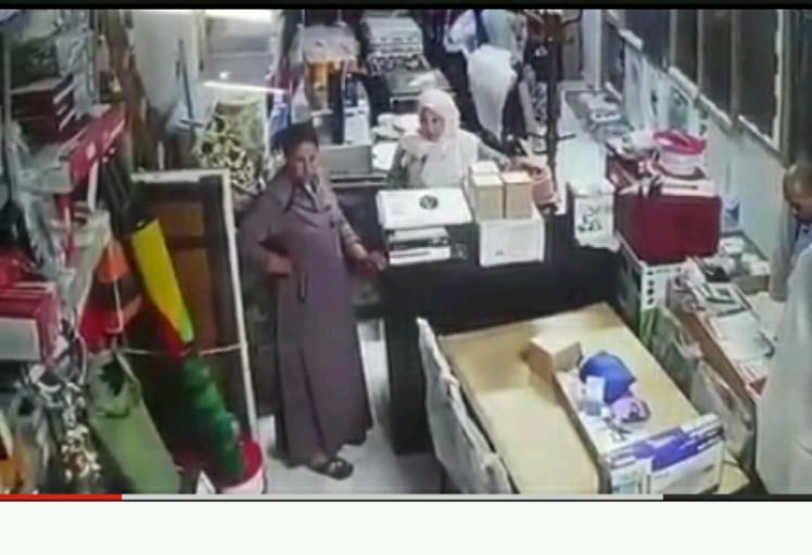 """فيديو: شاهد كيف سرقة """"سيدتين"""" تلفزة LCD في مارتيل"""