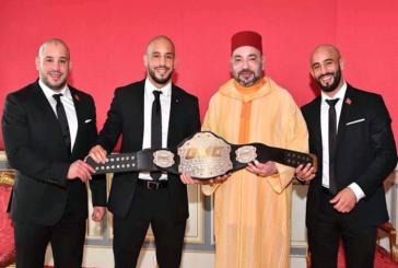 """الملك يحتفي بالمقاتل العالمي """"أبو زعيتر"""" باستقباله في القصر"""